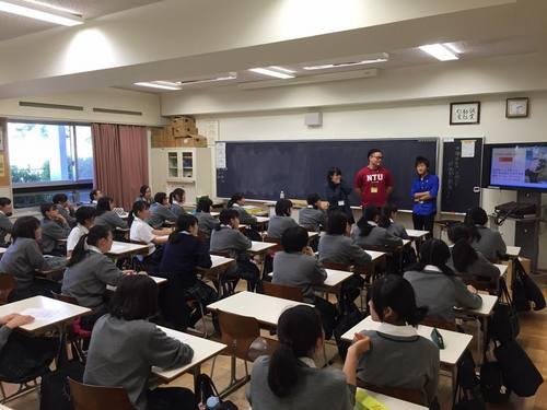 南洋理工大学の学生11名が本学を訪問、ともに高大連携活動